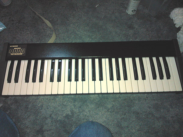 The Hybrid Music 4000 keyboard after a good clean