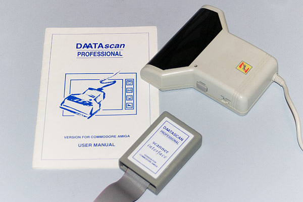 The Pandaal DAATAscan Professional handscanner, adapter and manual